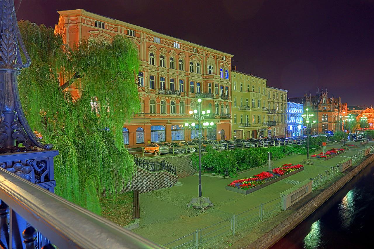 Ночная Быдгощ, экстремальные цвета HDR фото